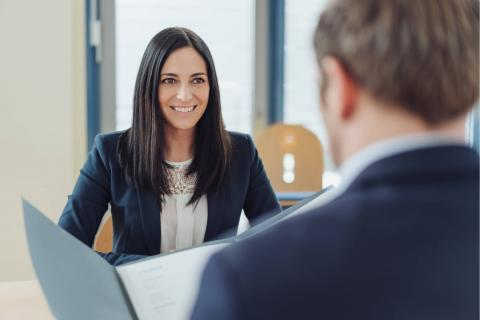 6 Executive Assistant Interview Questions to Ask the Employer — interview setting with two people at desk