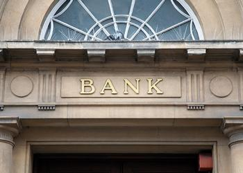 Bank building exterior to illustrate investment banking salaries