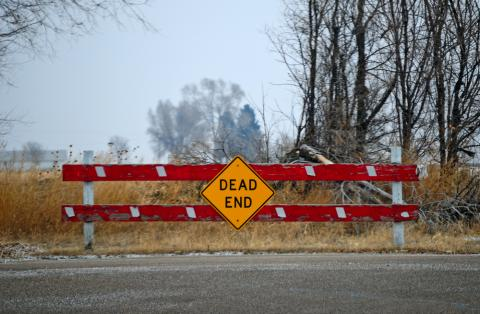 Photo of a dead end sign.